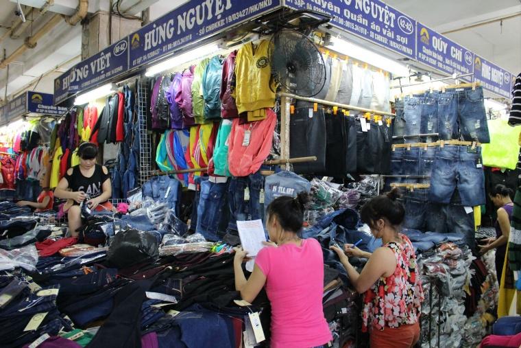 ハノイのドンスアン市場