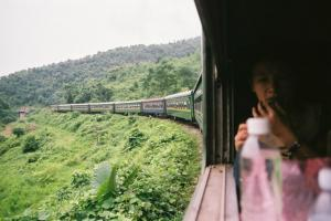 ベトナム鉄道の車窓から。旅を盛り上げてくれる列車旅