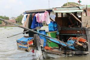 ベトナム名物?河川上&船上で暮らす家庭を見学