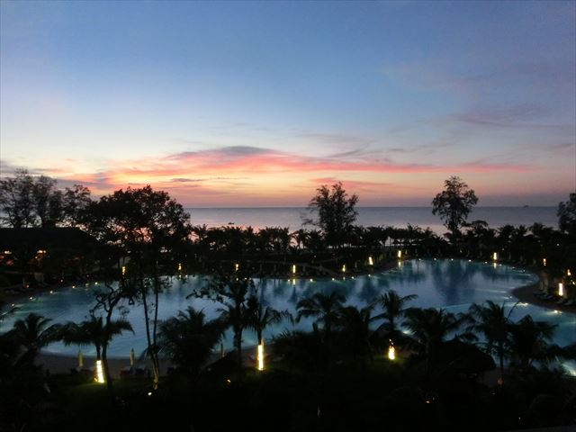 DLX Ocean Front Viewから見える夕日.JPG