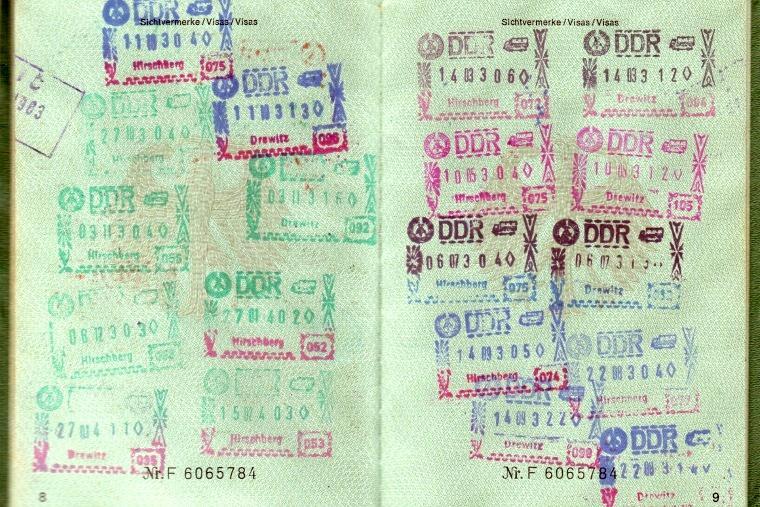 passport-1402644_1920.jpg