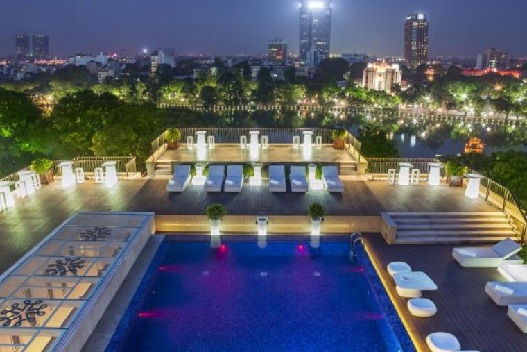 rooftop-swimmingpool-700x400.jpg