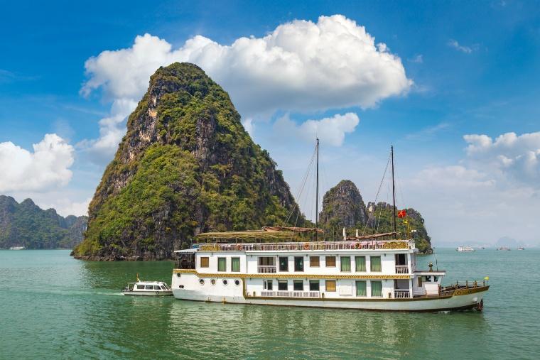 halong-bay-vietnam-panoramic-view.jpg