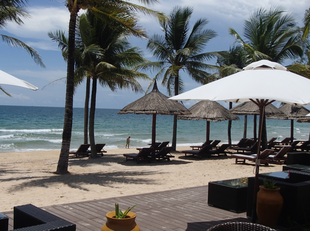 白い砂浜もひとりじめの 極楽リゾートホテル-1